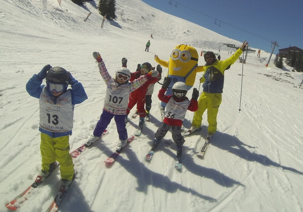 minion kids skiing
