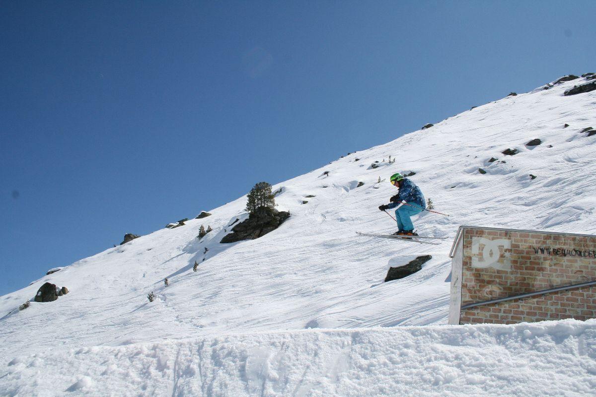Slopestyle ski training New Generation in the DC park Meribel
